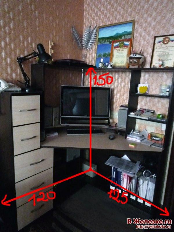 """Продам компьютерный стол!!! """" город железнодорожный (балаших."""